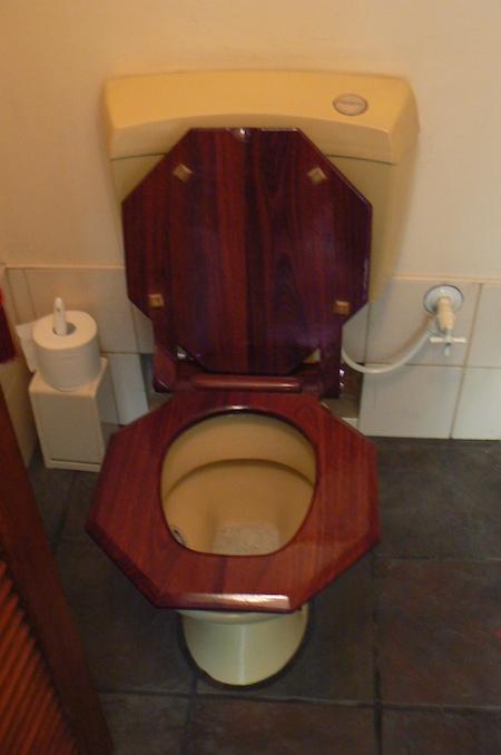 MG Toilet
